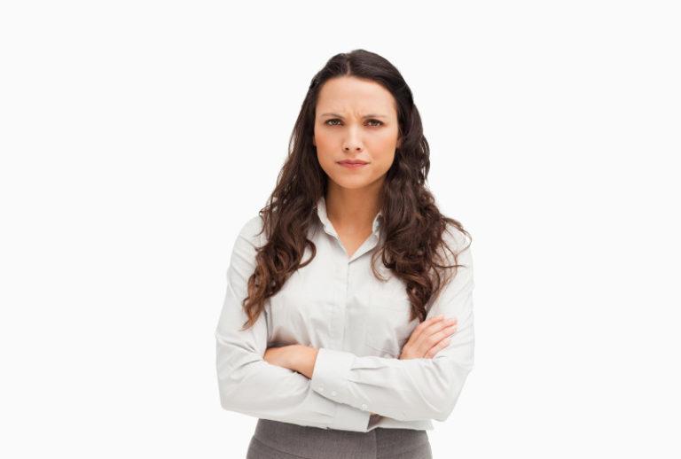 אישה ממורמרת על הסכם הגירושין ודורשת לבטלו